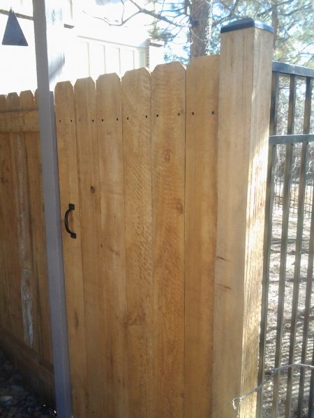 residential-fence-construction-05