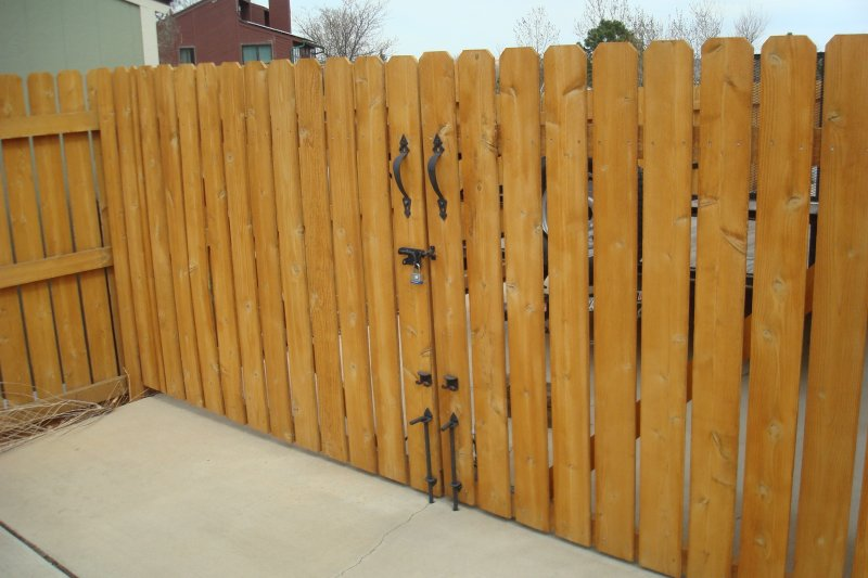 residential-fence-construction-09