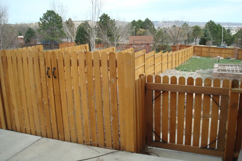 residential-fence-construction-10