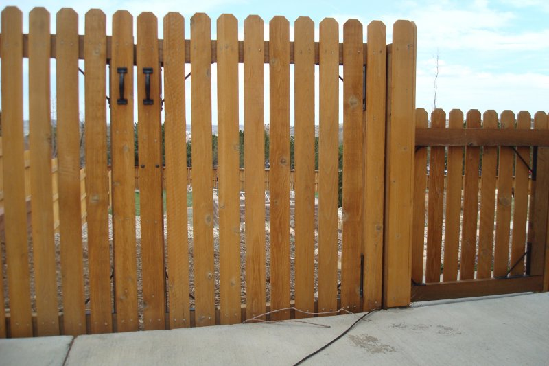 residential-fence-construction-11
