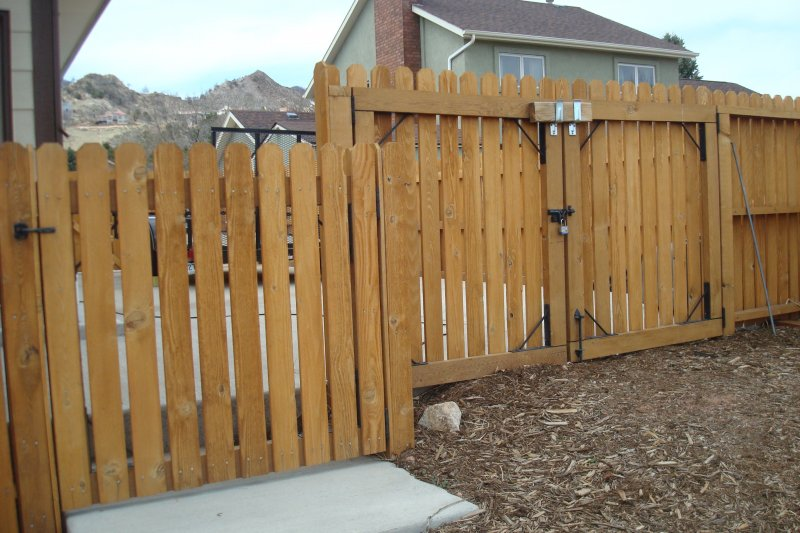 residential-fence-construction-12