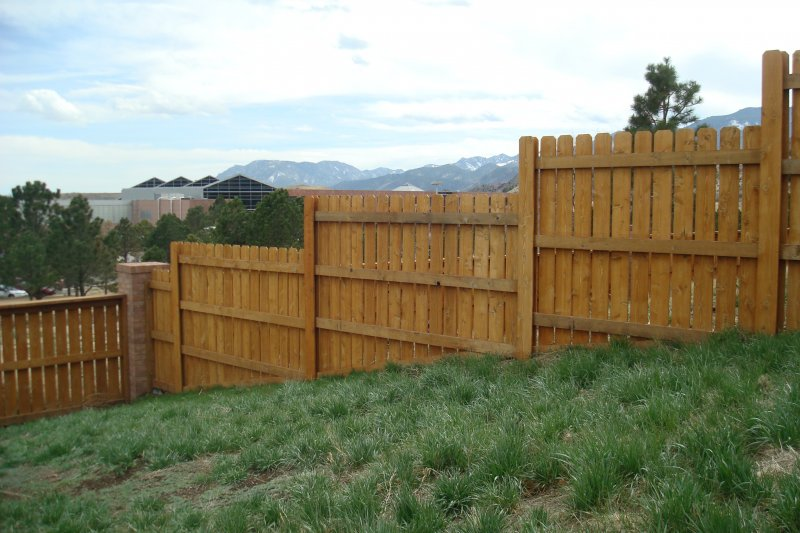 residential-fence-construction-13