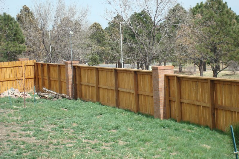 residential-fence-construction-16