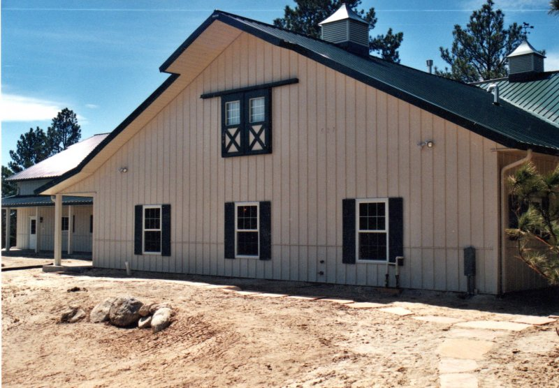 horse-barn-stables-07