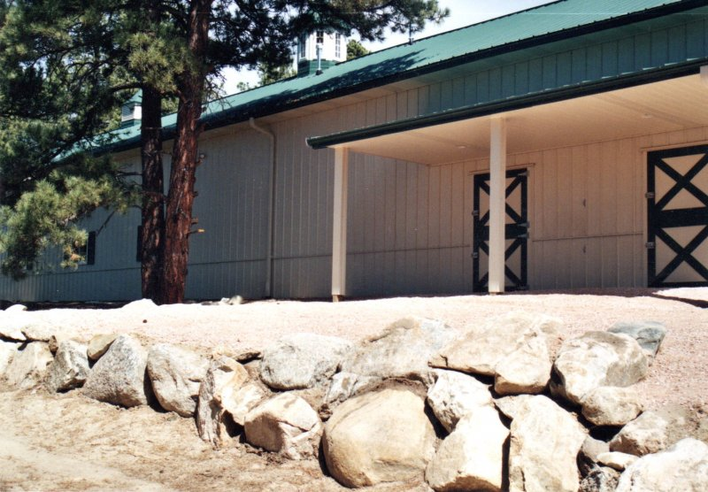 horse-barn-stables-08