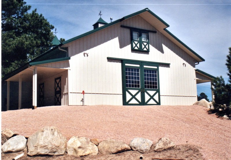 horse-barn-stables-09